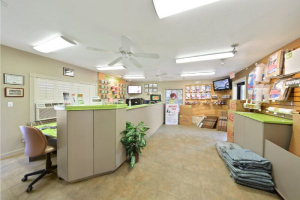 Personal Mini Storage - Orlando - 6325 Edgewater Dr 6325 Edgewater Dr Orlando, FL - Photo 5