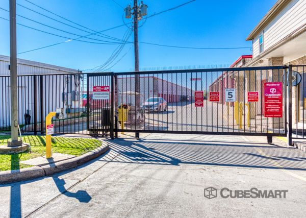 CubeSmart Self Storage - Houston - 5400 Alder Drive 5400 Alder Drive Houston, TX - Photo 4
