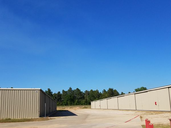 Lochness Valet Launch & Storage 13000 Calvary Rd Willis, TX - Photo 2