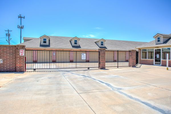 Simply Self Storage - 2900 NW Grand Boulevard - Nichols Hills 2900 Northwest Grand Boulevard Oklahoma City, OK - Photo 4