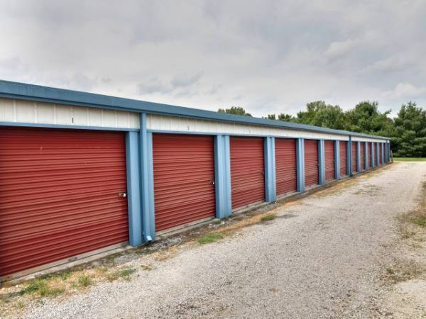 Storage Rentals of America - Bowling Green 5650 Russellville Road Bowling Green, KY - Photo 1