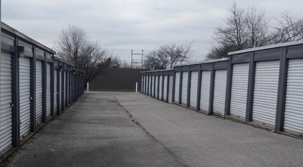 Storage Rentals of America - Frankfort 811 Oakmont Lane Frankfort, KY - Photo 3