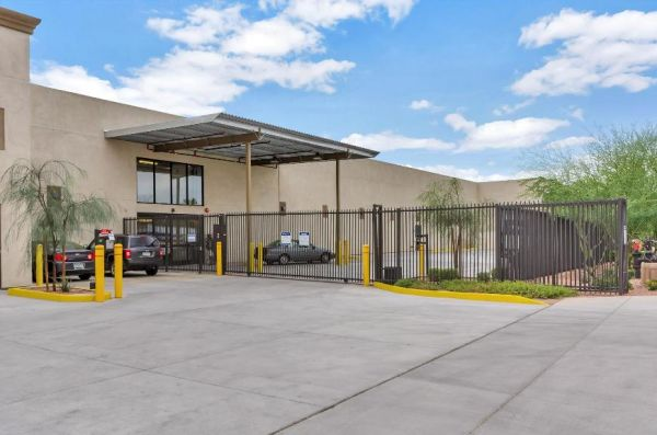 Life Storage - Phoenix - North 48th Street 900 North 48th Street Phoenix, AZ - Photo 3