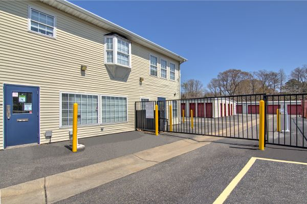 Prime Storage - Newport News 5868 Jefferson Avenue Newport News, VA - Photo 3