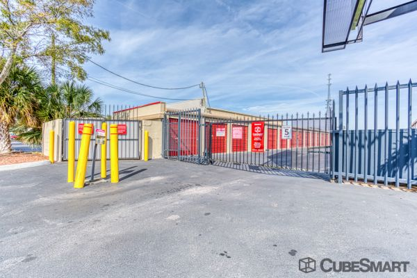 CubeSmart Self Storage - Saint Petersburg - 2501 22nd Ave N 2501 22nd Avenue North Saint Petersburg, FL - Photo 7