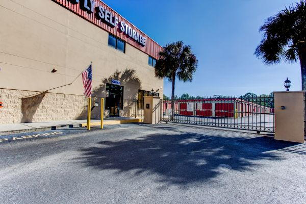 Simply Self Storage - Valrico, FL - Starwood Ave 1035 Starwood Ave Valrico, FL - Photo 6