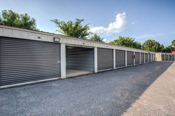 Simply Self Storage - 6714 Winchester Pointe Cove - Memphis 6714 Winchester Pointe Cove Memphis, TN - Photo 5