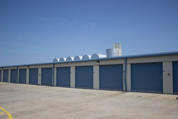 ... Move It Self Storage   Sharyland317 North Shary Road   Mission, TX    Photo 2 ...