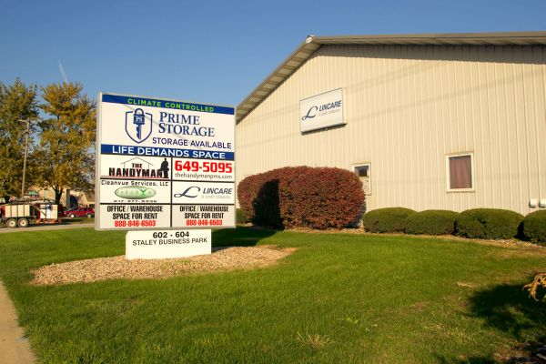 Ordinaire ... Prime Storage   Staley606 S Staley Rd   Champaign, IL   Photo 1 ...