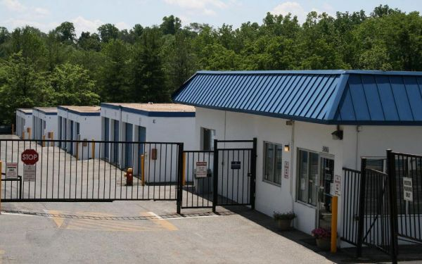 Snapbox Self Storage - Beech Place 5061 Beech Place Temple Hills, MD - Photo 2