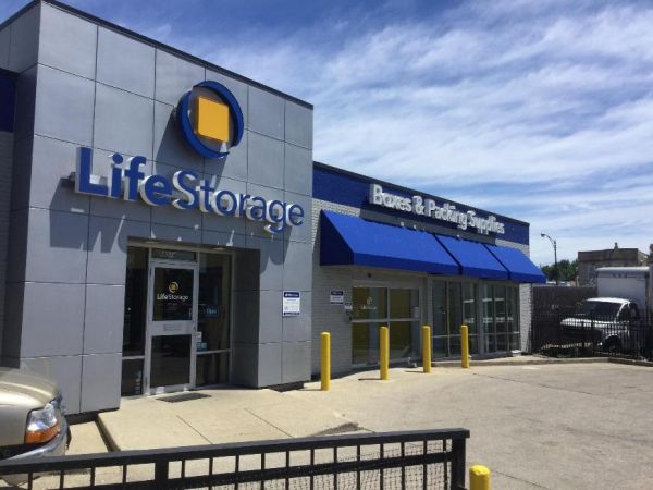 Life Storage - Chicago - 4014 West Grand Avenue 4014 West Grand Avenue Chicago, IL - Photo 3