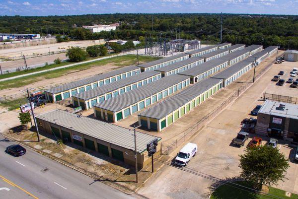 Move It Self Storage - West Arlington 2704 West Division Street Arlington, TX - Photo 5