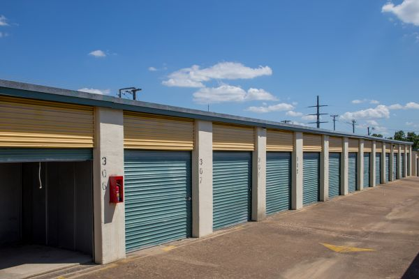 Move It Self Storage - West Arlington 2704 West Division Street Arlington, TX - Photo 8