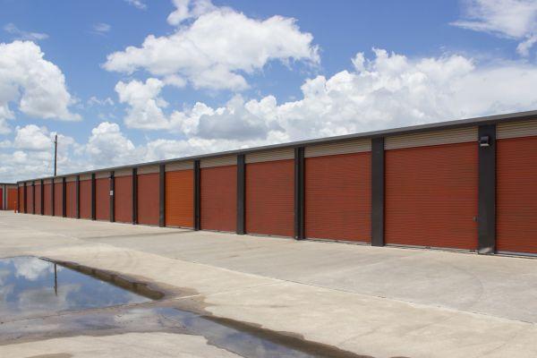 Move It Self Storage - Weber Road 6752 Weber Rd Corpus Christi, TX - Photo 7
