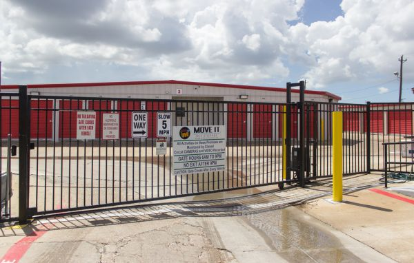 Move It Self Storage - Ayers Street 5560 Ayers St Corpus Christi, TX - Photo 2