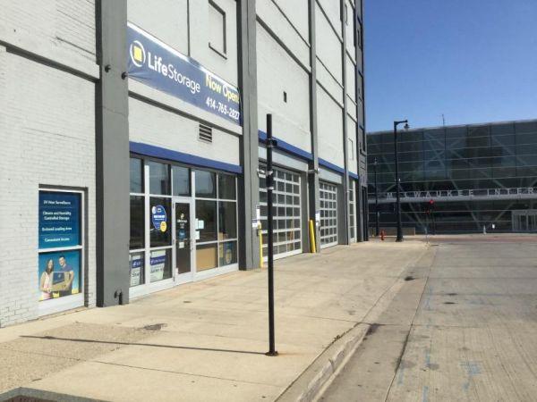 Life Storage - Milwaukee - West Saint Paul Avenue 420 West Saint Paul Avenue Milwaukee, WI - Photo 6