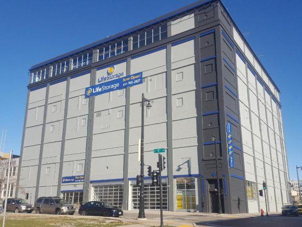 Life Storage - Milwaukee - West Saint Paul Avenue 420 West Saint Paul Avenue Milwaukee, WI - Photo 4