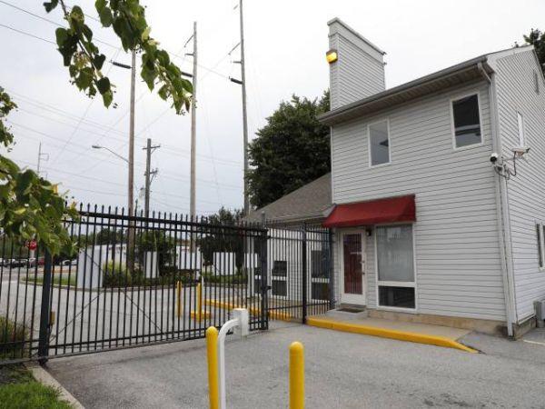 Storage Rentals of America - Wilmington - 1215 Centerville Road 1215 Centerville Road Wilmington, DE - Photo 7