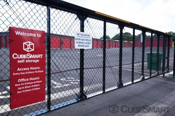 CubeSmart Self Storage - Hamden - 450 Putnam Avenue 450 Putnam Avenue Hamden, CT - Photo 2