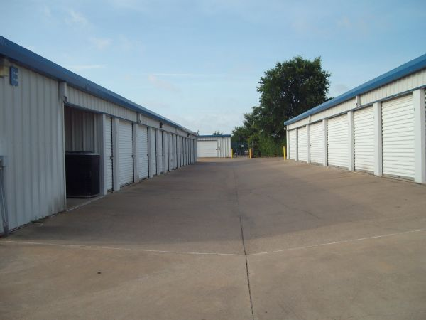 A Armadillo Self Storage 5333 South Collins Street Arlington, TX - Photo 4
