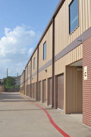 Hwy 6 Storage 5905 Highway 6 North Houston, TX - Photo 8