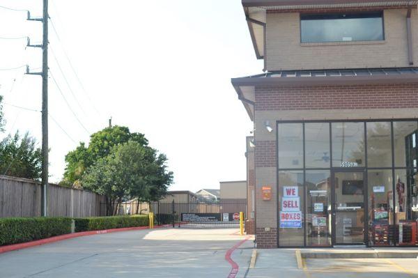Hwy 6 Storage 5905 Highway 6 North Houston, TX - Photo 11