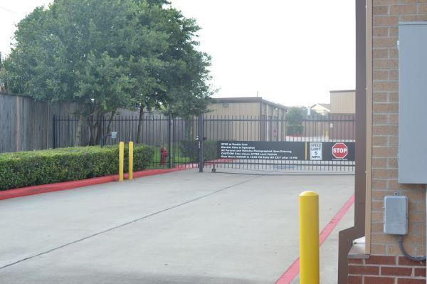 Hwy 6 Storage 5905 Highway 6 North Houston, TX - Photo 13