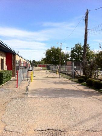 Tri Star Self Storage - LaSalle 2518 LaSalle Ave Waco, TX - Photo 2