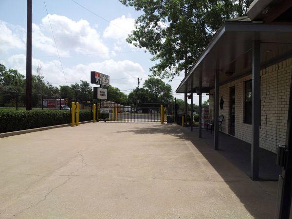 Lonestar Self Storage 3521 Frankston Highway Tyler, TX - Photo 2