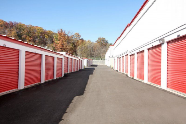 iStorage Imperial 6215 West Outer Road Imperial, MO - Photo 1