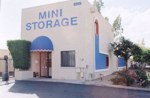 Paradise Mini Storage - Glendale - 5913 W Paradise Ln 5913 W Paradise Ln Glendale, AZ - Photo 2