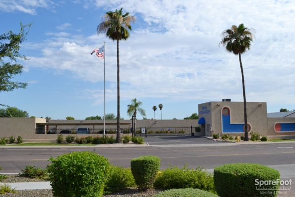 Paradise Mini Storage - Glendale - 5913 W Paradise Ln 5913 W Paradise Ln Glendale, AZ - Photo 4