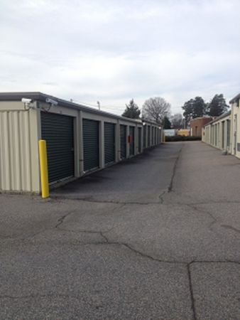 Armadillo Self Storage - 1004 Greensboro Rd, High Point, NC