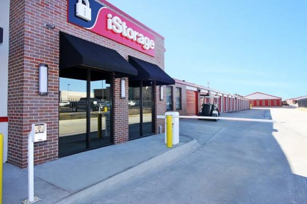 iStorage Rockhurst 1701 North Rock Road Wichita, KS - Photo 4