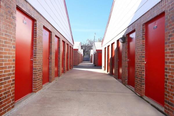 iStorage Benjamin Hills 2940 North Amidon Avenue Wichita, KS - Photo 3