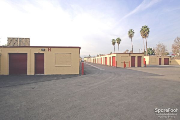 BA Storage 620 N Heliotrope Dr Los Angeles, CA - Photo 4