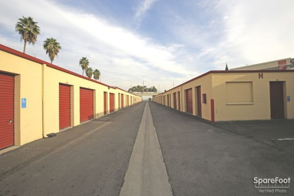 BA Storage 620 N Heliotrope Dr Los Angeles, CA - Photo 7