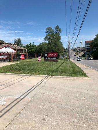 iStorage Gladstone 6810 North Oak Trafficway Gladstone, MO - Photo 2