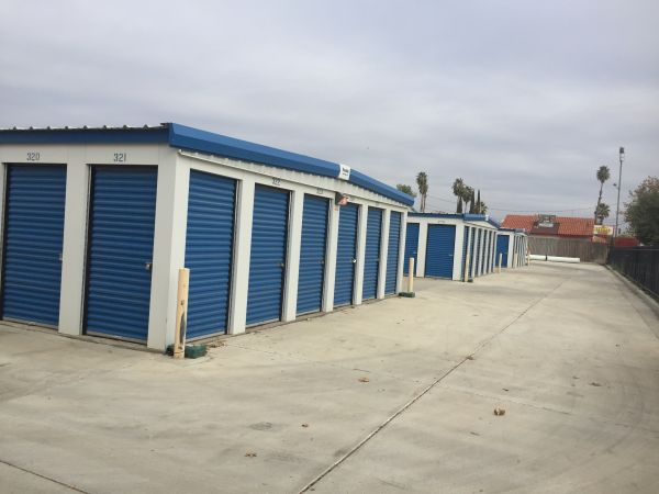 Lions Storage 3201 South Chester Avenue Bakersfield, CA - Photo 2