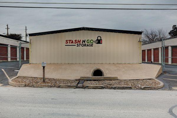 Stash N Go Storage - Oakclaire 6204 Oakclaire Drive Austin, TX - Photo 8