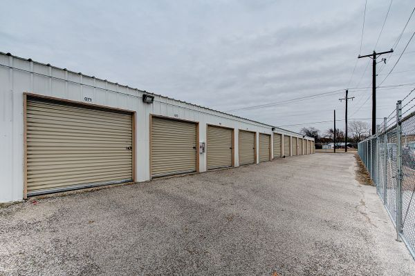 Round Rock Mini Storage - Clark 1320 Clark Street Round Rock, TX - Photo 2