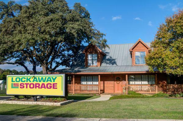 Lockaway Storage - Airport 907 N Coker Loop Rd San Antonio, TX - Photo 10