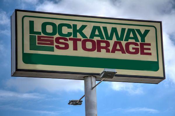 Lockaway Storage - NW Loop 410 3280 NW Loop 410 San Antonio, TX - Photo 2