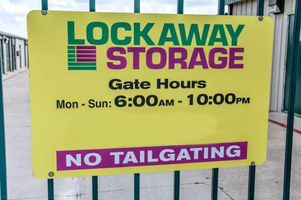 Lockaway Storage - NW Loop 410 3280 NW Loop 410 San Antonio, TX - Photo 3