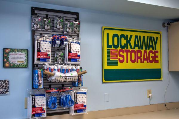 Lockaway Storage - NW Loop 410 3280 NW Loop 410 San Antonio, TX - Photo 9