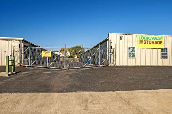 Lockaway Storage - Crestway 7095 Crestway Road San Antonio, TX - Photo 12