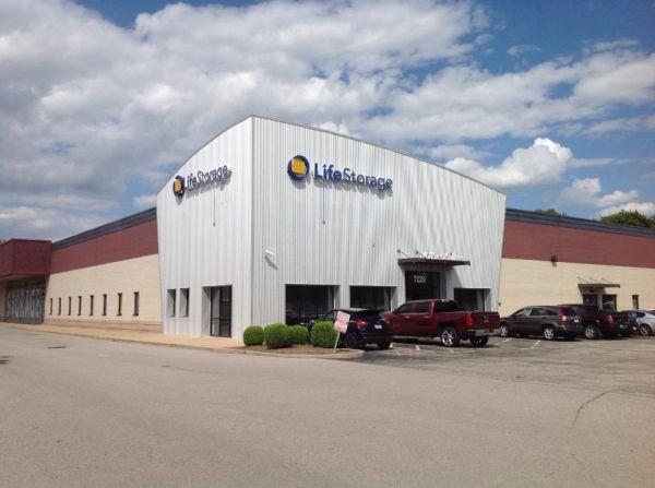 Life Storage - Hazelwood - North Lindbergh Boulevard 7220 North Lindbergh Boulevard Hazelwood, MO - Photo 3