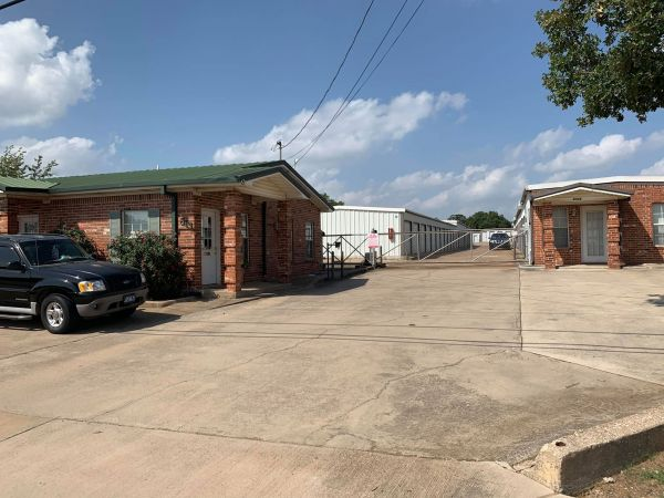 The Storage Place - Kennedale 813 E Kennedale Pkwy Kennedale, TX - Photo 3
