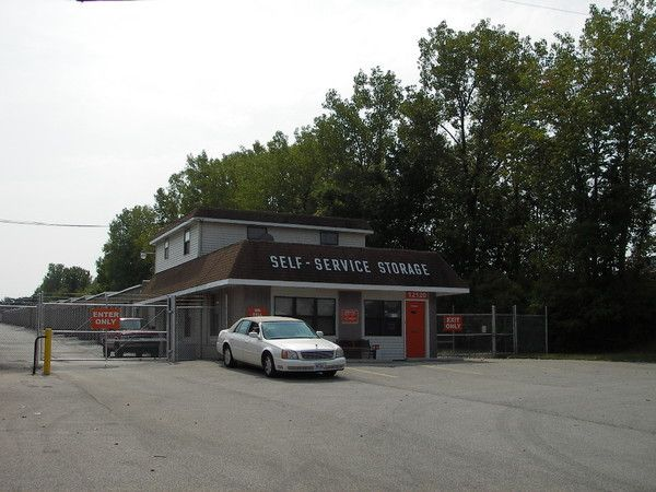 A Shur-Lock Self Storage - Maryland Heights 12120 Dorsett Rd Maryland Heights, MO - Photo 2