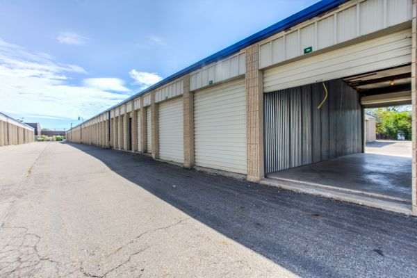 iStorage Livonia 11960 Farmington Road Livonia, MI - Photo 1